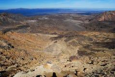 Visión desde el volcán rojo del cráter Imagen de archivo libre de regalías