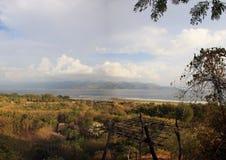 Visión desde Gili Trawangan hacia Lombok Imágenes de archivo libres de regalías