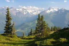 Visión desde Kitzbuheler Alpen a Hohe Tauern Imagen de archivo
