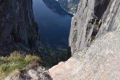 Visión desde Kjeragbolten, montaña Rogoland, Noruega de Kjerag Fotografía de archivo libre de regalías