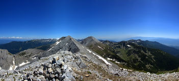 Visión desde Koncheto hacia el sureste, con los picos Kutelo y Vihren Pirin Mountin Fotografía de archivo libre de regalías