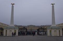 Visión desde la calle del palacio de Schonbrunn Imagen de archivo libre de regalías