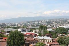 Visión desde la calle vieja en Tbilisi Imagenes de archivo