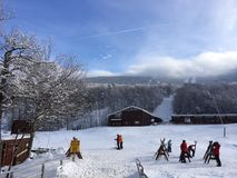 Visión desde la casa de campo del esquí Fotos de archivo libres de regalías