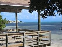 visión desde la casa a la playa fotografía de archivo