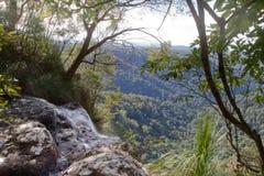 Visión desde la cascada Imágenes de archivo libres de regalías
