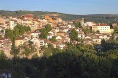 Visión desde la ciudad Veliko Tarnovo en Bulgaria Foto de archivo libre de regalías