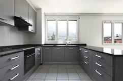 Visión desde la cocina de un nuevo apartamento foto de archivo