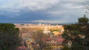 Visión desde la colina al centro histórico de Roma almacen de video