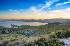 Visión desde la colina cerca de Port de Pollenca Imagen de archivo libre de regalías