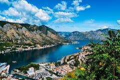 Visión desde la colina de la bahía de Kotor Imagenes de archivo