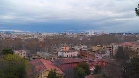 Visión desde la colina de Gianicola al distrito histórico de Roma almacen de metraje de vídeo