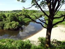 Visión desde la colina de Kartenos en el río Minija, Lituania Imagen de archivo