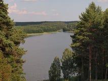 Visión desde la colina de Ladakalnis (parque nacional del taitija del ¡de AukÅ, Lituania) Foto de archivo