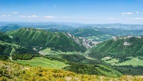 Visión desde la colina de Poludnovy Grun en las montañas de Mala Fatra en Eslovaquia Foto de archivo libre de regalías