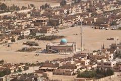 Visión desde la colina del castillo en la ciudad antigua del Palmyra imagen de archivo