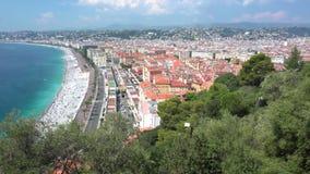 Visión desde la colina en la 'promenade' en Niza - inclinación almacen de metraje de vídeo