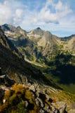 Visión desde la colina Velka Svistovka en las altas montañas de Tatra Imagenes de archivo