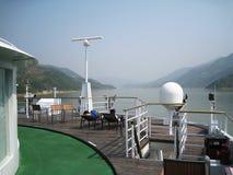 Visión desde la cubierta en el río Imagenes de archivo