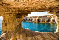 Visión desde la cueva del mar Imagen de archivo