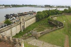 Visión desde la fortaleza de Ozama al delta del río de Ozama en Santo Domingo, República Dominicana foto de archivo libre de regalías