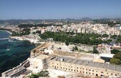 Visión desde la fortaleza vieja en la capital de la isla de Corfú Fotos de archivo