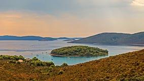 Visión desde la isla croata Molat al mar adriático Fotos de archivo
