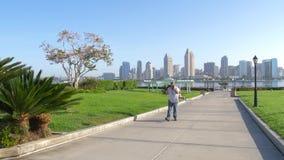Visión desde la isla de Coronado a San Diego céntrico almacen de video