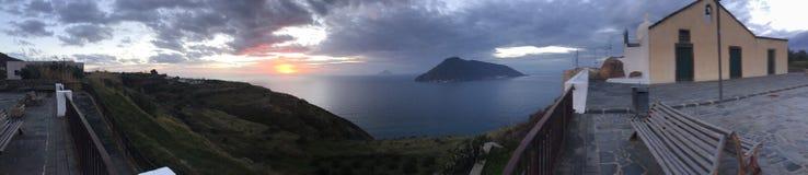 Visión desde la isla de Lipari fotos de archivo