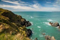 Visión desde la isla del municipio escocés del mar del sur hermoso de Devon Fotos de archivo