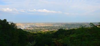 Visión desde la montaña al pueblo Mashuk foto de archivo