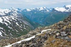 Visión desde la montaña de Dalsnibba al fiordo de Geiranger, Noruega Imagen de archivo libre de regalías
