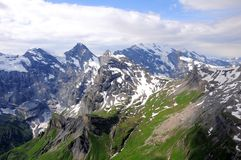 Visión desde la montaña de Shilthorn. Suiza. Fotografía de archivo