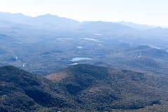 Visión desde la montaña de Whiteface en el Adirondacks en el norte del estado de NY imagen de archivo