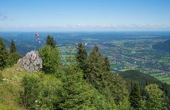 Visión desde la montaña del brauneck al valle de Isar Imagen de archivo