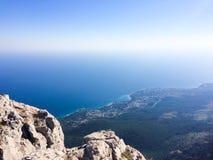 Visión desde la montaña en el mar Imagen de archivo