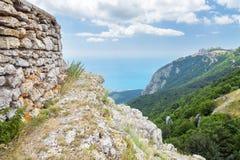 Visión desde la montaña a la costa costa Imágenes de archivo libres de regalías