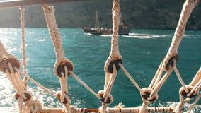 Visión desde la nave en el mar almacen de metraje de vídeo