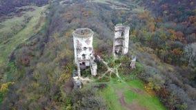 Visión desde la opinión del ojo del ` s del pájaro de las ruinas del castillo de Chervonohrad ucrania almacen de metraje de vídeo