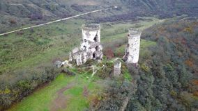 Visión desde la opinión del ojo del ` s del pájaro de las ruinas del castillo de Chervonohrad ucrania metrajes