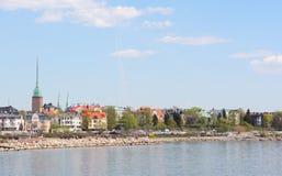 Visión desde la orilla del distrito de Munkkisaari en Helsinki Imagenes de archivo