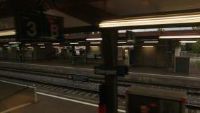Visión desde la parada del tren almacen de metraje de vídeo