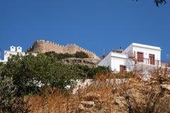 Visión desde la parte inferior de las paredes de la acrópolis Foto de archivo