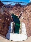 Visión desde la Presa Hoover, puente a través del río Colorado, alto ángulo Imagenes de archivo
