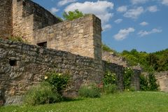 Visión desde la ruina alemana Kugelsburg imagenes de archivo