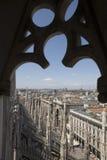 Visión desde la tapa de los di Milano del Duomo Fotografía de archivo libre de regalías