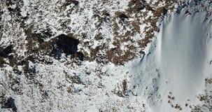 Visión desde la tapa de la montaña Turistas en el top almacen de metraje de vídeo
