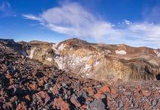 Visión desde la tapa de Mt Fuji: el rastro del borde del cráter imagen de archivo libre de regalías