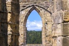 Visión desde la torre de la iglesia a la pequeña ciudad Fotos de archivo libres de regalías