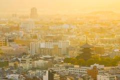Visión desde la torre de Kyoto con puesta del sol en Kyoto, Japón imagen de archivo